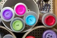 Store farvede plastknapper