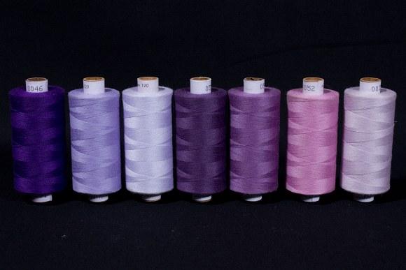 Syntetisk sytråd i standardkvalitet, lilla farver, 1000 m