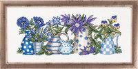 Vægbroderi vaser og krukker med blomster. Permin 12-5187.