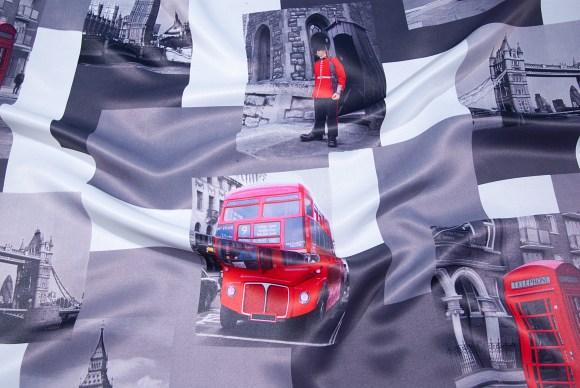 Sort-hvid-grå mørklægningsstof med London-tema.