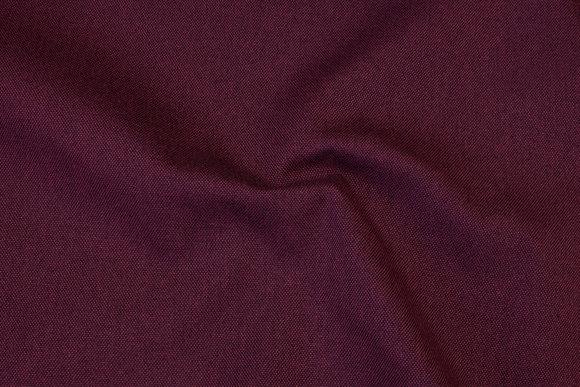 Aubergine-farvet, meleret møbelvare