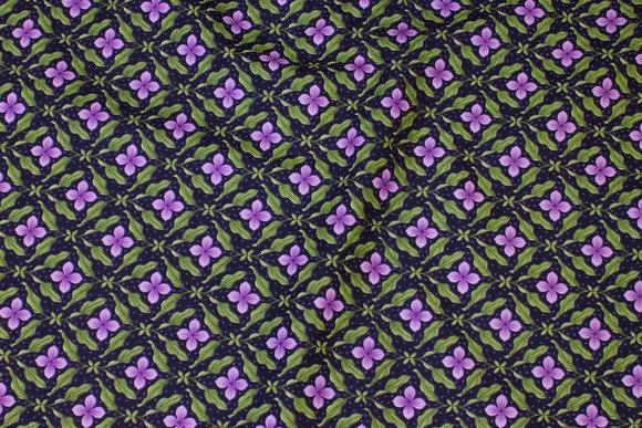 Auberginefarvet patchwork-bomuld med lilla blomster