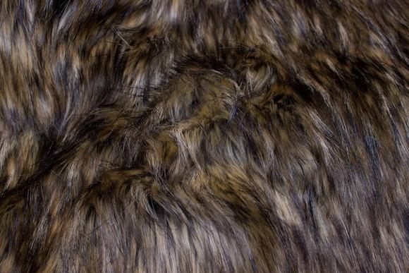 Flot langhåret imiteret pels i brunlige farver
