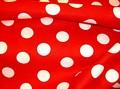 Rasmus Klump stof. Rød bomuld med hvide bomber. Bomberne er ca. 2,5 cm i diameter.
