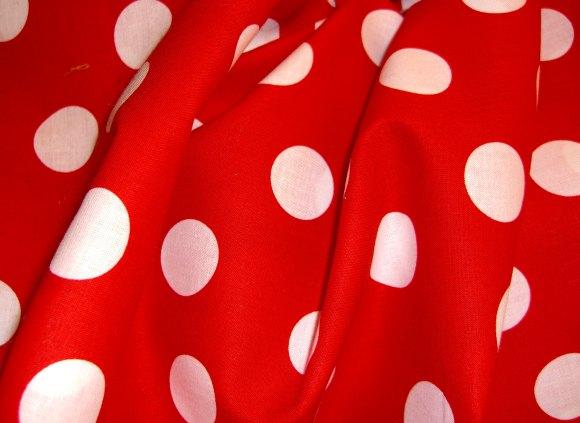 Rasmus Klump stof rød med hvide bomber
