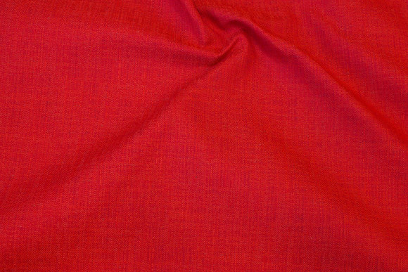 Rød møbelvare med let struktur