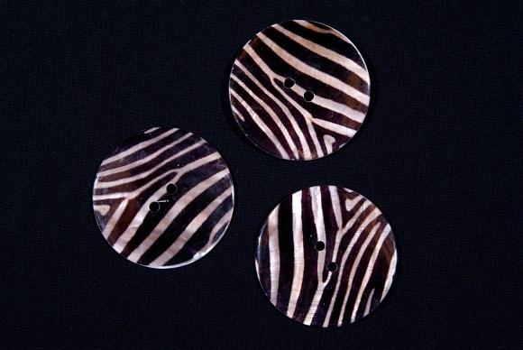 Stor Zebra perlemorsknap med brun-beige striber
