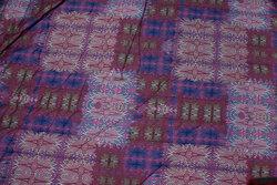 Let imprægneret quilt i blommefarvet med ensfarvet marine bagside