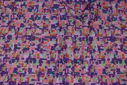 Let imprægneret quilt i lilla og rosa med marine bagside