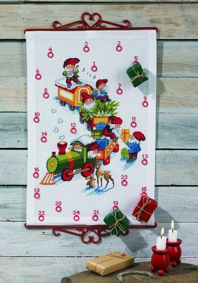 Hvid pakkekalender med juletog med nisser
