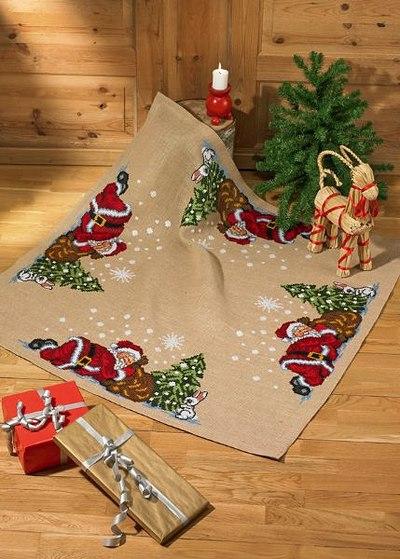 Juletræstæppe, firkantet, nisser ved træet