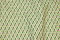 Fast bomuld med lille retromønster i grønne nuancer med lidt pink.