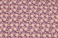 Gammelrosa økologisk patchworkbomuld med ca. 25 mm blomster.
