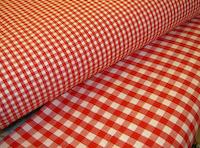 Køkkentern i højrød i klassisk design