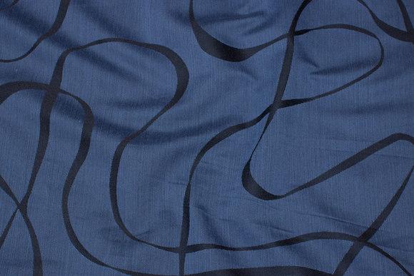 Let polyester i støvet marine med sort båndmønster
