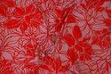 Let viscosejersey i rosa med rødt mønster