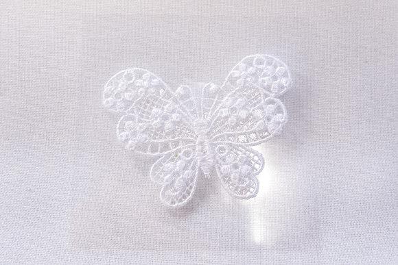 Hvid let sommerfuglemærke 4x3cm