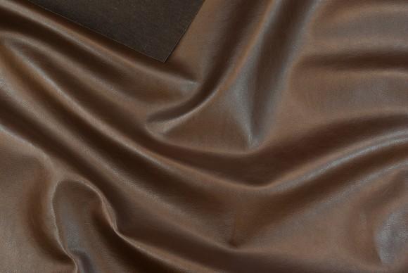 Imiteret skind i mørk brun