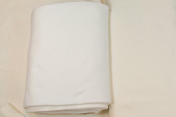 Ribstof i bomuld og lycra i hvid og off-white