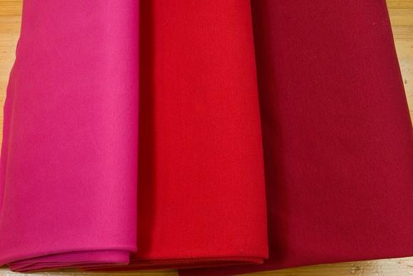 Ribstof i bomuld og lycra i rød og pink