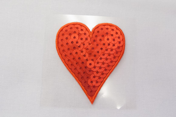 Rødt hjerte med pailletter 4x5cm