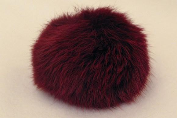 Pompon, bordeaux kaninpels  Ø ca.8cm.