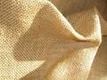Hessian i kraftig kvalitet med 40 tråde på 10 cm Lige mange tråde hver vej, hvilket betyder at runde broderimønstre faktisk bliver runde. Stoffet er magen til det med varenr. 3233