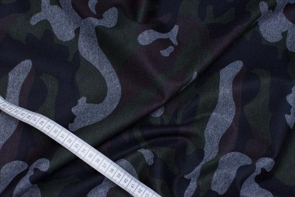 Heavy-jersey med camouflagemønster i sort, grå, mørkgrøn