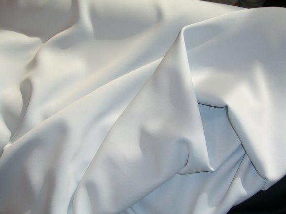 Mørklægningsstof til gardiner i hvid (med let gråligt skær), levende stof