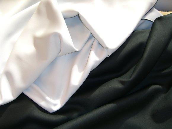 Mørklægningsstof til gardiner i levende stof - sort eller hvidt (gråligt)