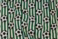 Grøn og hvid tværstribet bomuldsjersey med fodbolde.