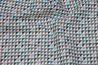 Hvid bomuld med lille trekantmønster i grå og mint
