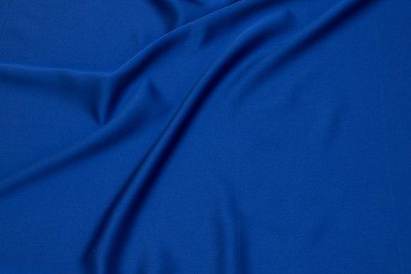 Mat micro-satin i coboltblå til kjoler