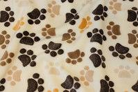 Off white superblød microfleece med dyrepoter