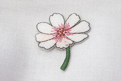 Strygemærke blomst hvid 4 x 3 cm