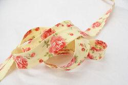 Skråbånd, pastelgul med roser 2cm