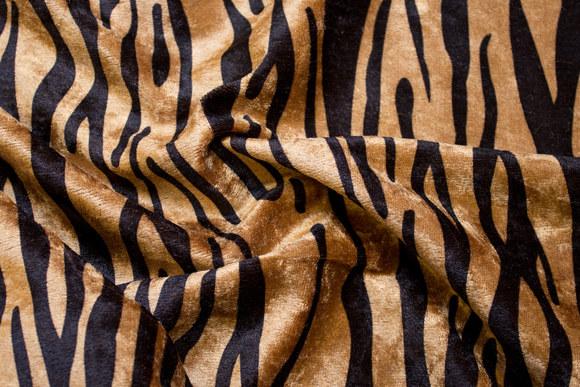 Tigervelour i beige og sort med flot tryk