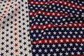Den ene side lysgrå med røde og blå stjerner - den anden side Rød/blå med lysgrå stjerner. Smart til møbler, puder, tasker m.m.