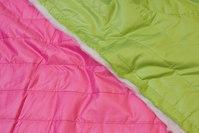 Dobbelsidet quilt i flot, stærkfarvet pink og lime