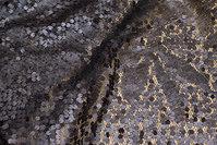 Flot netstof, i mørk brungrå, med påsyede pailletter