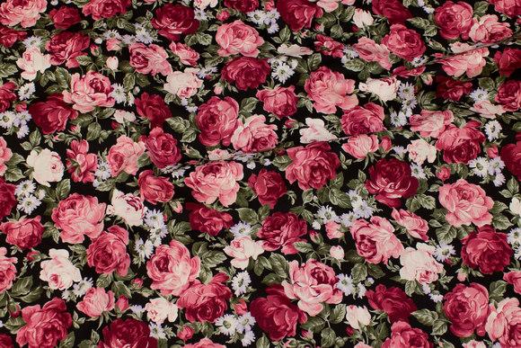 Sort bomuld med rosa-bordeaux roser