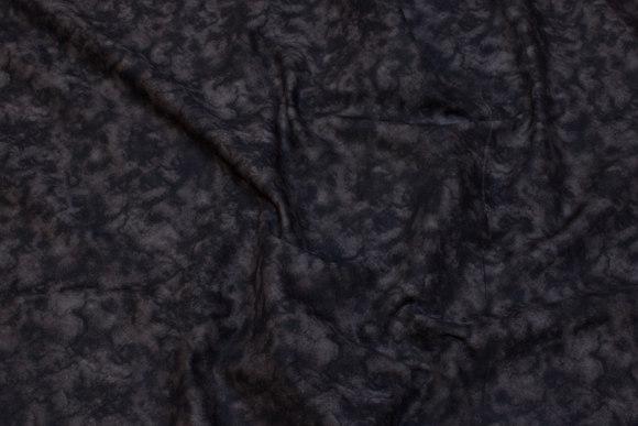Sort/koksgrå bomuld med svampetryklignende batik-stil