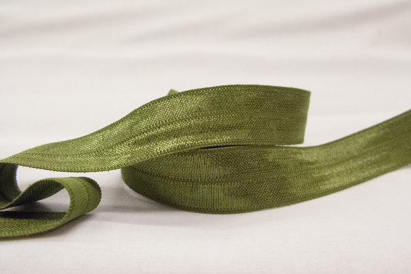Elastikkantebånd i mosgrøn2 cm. br.