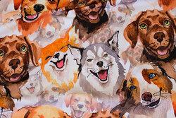 Lys bomuldsjersey med ca. 10 cm store hunde