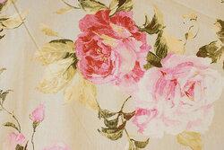 Lys sandfarvet deko-bomuld med store roser