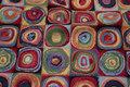 Møbelgobelin i multifarver med 9 cm cirkelmønster.