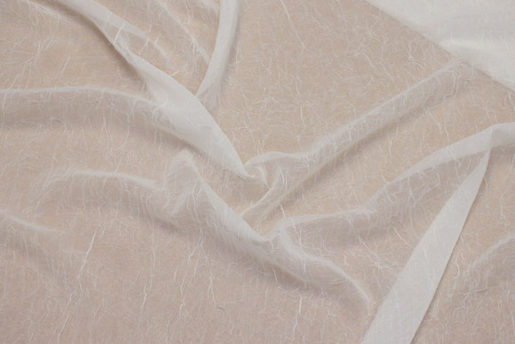 Off white crinkle-chiffon, let transparent