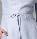 Kjole, knælang med ærme- og lageffekt