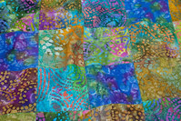 Batik-patchwork syet i 10 cm firkanter i blå og grønne nuancer