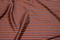 Blød, rustfarvet viscose satin med smalle striber på langs i marine og hvid